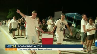 Turistas lotaram areias do litoral à espera de 2020 - Festa reuniu milhares de pessoas que se divertiram ao som de trio elétrico.