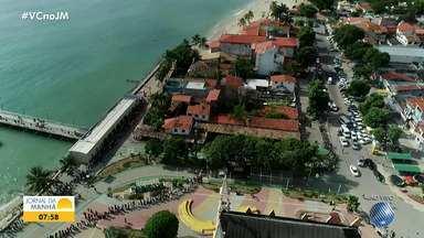 Usuários enfrentam filas para fazer travessia Mar Grande - Salvador nesta quinta-feira - No primeiro dia útil do ano, 10 lanchinhas fazem a travessia, de 15 em 15 minutos.