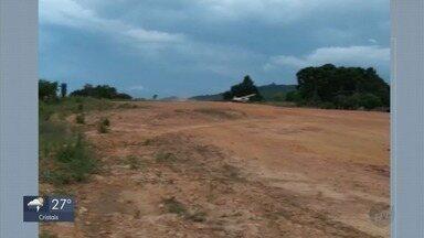 Monomotor cai durante decolagem em Monte Verde - Homem que pilotava não ficou ferido