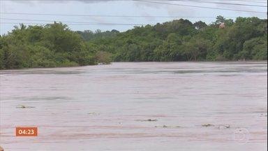 Chuvas em Rondônia fazem nível do Rio Machado subir mais de um metro - As fortes chuvas que caem em Rondônia fizeram com que o nível do Rio Machado subisse mais de um metro em 24 horas. Isso é preocupante porque ele está a 80 centímetros de atingir a cota de alerta.
