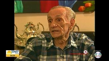 Poeta João Cabral de Melo Neto nascia há cem anos - Apesar da certidão constar como nascido no dia 6 de janeiro de 1920, mãe do escritor afirmava que ele nasceu no dia 9.