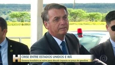 """Governo brasileiro se reúne para discutir impacto da crise entre EUA e Irã na gasolina - Governo brasileiro começa a semana com reuniões para discutir o impacto da crise entre Estados Unidos e Irã no preço da gasolina. Na manhã desta segunda-feira (6), o presidente Bolsonaro avaliou que até agora esse impacto """"não foi grande"""" no Brasil."""