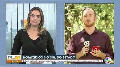 Jovem é assassinado com 20 tiros em Volta Redonda - Crime aconteceu na Rua Aracaju, no bairro Santo Agostinho. Vítima foi reconhecida como João Paulo Fernandes Pereira.