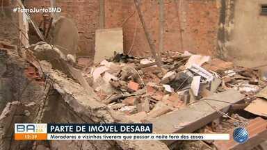 Parte de um imóvel desaba no bairro de Pirajá - Moradores e vizinhos tiveram que passar a noite fora das casas.