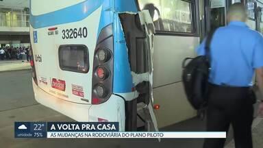 Volta para casa caótica na Rodoviária do Plano Piloto - Ônibus se acidentaram. Passageiros tiveram que descer.