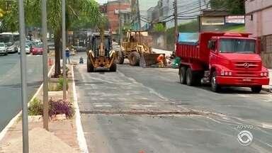 Obras da Avenida Brasil são retomadas em Passo Fundo - Motoristas precisam ficar atentos às mudanças no trânsito.