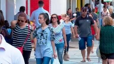 Número de feriados prolongados em 2020 preocupa comerciantes - Enquanto isso, Agências de Turismo comemoram aumento nas vendas.