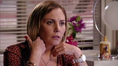 Ivana conta a Monalisa que Tufão e Carminha voltaram - Ivana propõe comprar a parte de Monalisa na sociedade