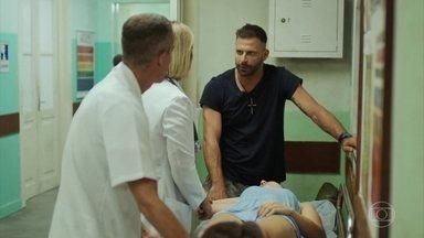 Madureira leva Milena para o hospital - Lígia atende a filha de César