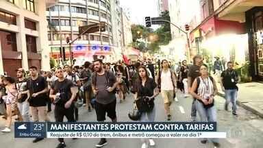 Manifestantes protestam contra aumento de tarifas do transporte público - Reajuste de R$ 0,10 para as passagens de trem, ônibus e metrô começou a valer no dia 1° de janeiro.