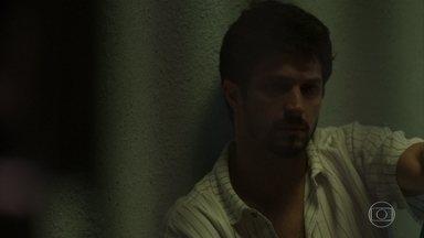 Marcos fica desolado na prisão - Marcos tem sua vida virada do avesso