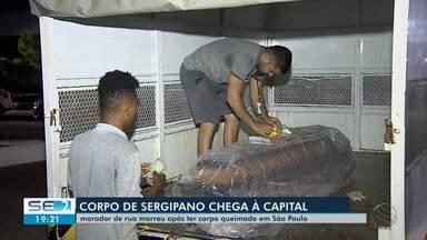 Corpo de sergipano morto após ser queimado em SP chega a Aracaju - Vítima será sepultada nesta quarta-feira (8) em Nossa Senhora da Glória.