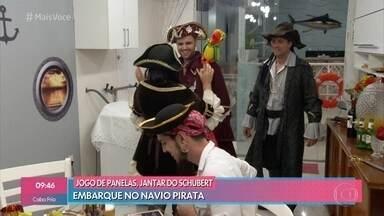 Schubert recebe convidados para a noite no navio pirata - Metalúrgico conta como decorou a casa para transformá-la em um navio