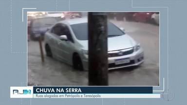 Chuva forte na Região Serrana continua - Algumas ruas de Petrópolis e Teresópolis ficaram alagadas.