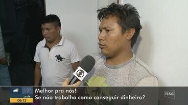 Indígenas venezuelanos conseguem emprego em Itajaí - Indígenas venezuelanos conseguem emprego em Itajaí