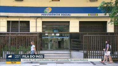 Cerca de 9 mil contribuintes esperam aposentadoria no INSS - Além da falta de funcionários, INSS culpa adaptação às regras da reforma da Previdência.