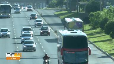 Ônibus com portas nos dois lados passam a rodar na EPTG - A mudança começa na segunda-feira (13). Serão 160 novos ônibus, que vão acabar com um problema antigo na EPTG: porta de um lado e paradas de outro.