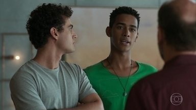 Serginho diz a Max que aceita retirar o processo contra Aloísio - Max promete passar na loja com Aloísio e resolver toda a situação para que Serginho tenha o cargo de gerência de volta.