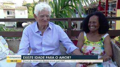 Casal de idosos em Búzios prova que não há idade para amar - Sr. Didi e Dona Ilma têm 81 anos e se conheceram na espera de uma consulta médica.