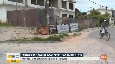 Obras de saneamento alteram o trânsito no bairro Ingleses em Florianópolis - Obras de saneamento alteram o trânsito no bairro Ingleses em Florianópolis