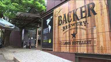 """Backer pede: """"Não bebam Belorizontina"""" e diz que vai rever processos - Um representante da cervejaria Backer, que produz a Belorizontina, deu entrevista coletiva na manhã desta terça-feira (14)."""