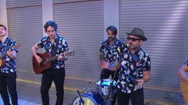 Banda Vera Loca faz show inédito no Teatro São Pedro, nesta quarta-feira (15) - Banda também tocou no estúdio do Jornal do Almoço.