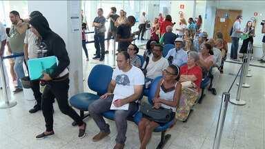 Moradores reclamam de demora nos atendimentos do INSS - São menos de 20 servidores para fazer atendimento em São José
