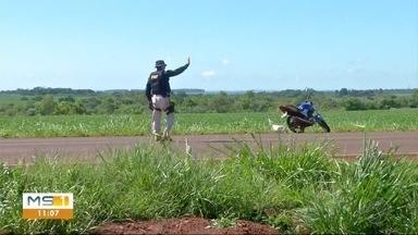 Casal que estava de moto ficou ferido após pneu estourar - Casal que estava de moto ficou ferido após pneu estourar