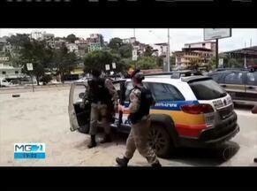 Policia Militar apreende um fuzil no Bairro Santa Cruz em Caratinga - Um jovem de 19 anos portava a um fuzil calibre 762 com 3 munições.