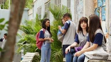 Diana pressiona Andressa a afastar Henrique de Fafi - Marquinhos também implica com a menina, que finge não se importar