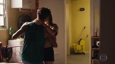 Anjinha e Cléber decidem ficar juntos - Cléber diz que Anjinha deve resolver as coisas com Tatoo, mas avisa que não quer falar com o rapaz