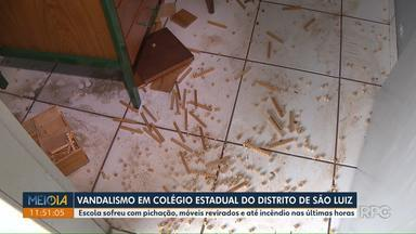 Vândalo invade escola, picha paredes e tenta colocar fogo em materiais - Moradores do distrito São Luiz, onde fica a escola, perceberam a movimentação e ligaram para a diretora, que chamou a polícia.