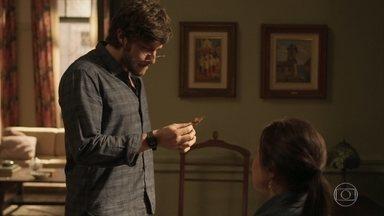 Danilo se revolta contra Thelma e sai de sua casa - Cozinheiro descobre golpe da mãe e fica furioso
