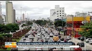 Obras no Viaduto Alcântara Machado complicam trânsito na Zona Leste - Estrutura foi atingida por incêndio no ano passado e agora passa por reforma.