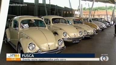 Exposição em comemoração ao Dia Nacional do Fusca reúne mais de 150 carros, em Goiânia - Evento acontece nos dias 18 e 19 de janeiro e tem entrada gratuita. Além dos fuscas, a exposição reúne outros cerca de 450 veículos antigos.