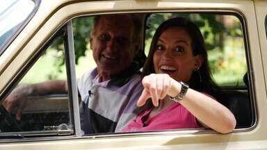 De volta ao passado: Camila Barbieri dirige um Fiat 147 - A comunicadora conheceu o dono do veículo antigo