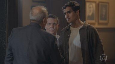 Virgulino apresenta Lúcio para Hilton - Assim que Lúcio vai embora Hilton cobra uma resposta de Virgulino