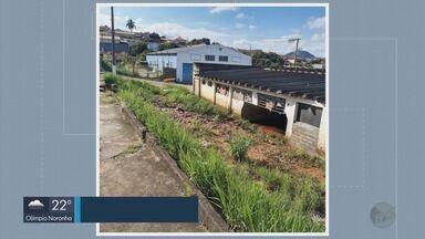 Chuva forte faz Corpo de Bombeiros interditar barracões em Guaxupé (MG) - Estruturas dos imóveis ficaram comprometidas