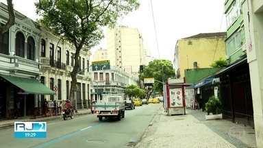 Chilenos procurados por familiares estão presos em Bangu - De acordo com a polícia, eles foram presos em flagrante por assalto na Lapa, no Centro do Rio.