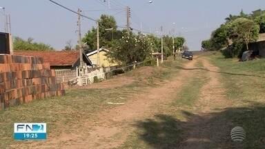 Problemas de infraestrutura afetam moradores da área central de Irapuru - População reivindica serviços básicos de asfalto e rede de esgoto.