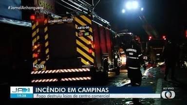 Corpo de Bombeiros controlam incêndio em galeria de lojas no Setor Campinas, em Goiânia - Segundo os bombeiros, é preciso fazer o rescaldo da área.