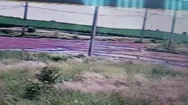Câmera de segurança flagra acidente com kart que deixou um homem morto em Londrina - O acidente foi na zona Leste de Londrina, na Av. dos Pioneiros.