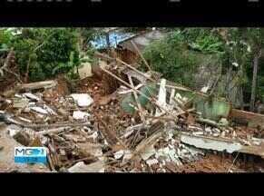 Chuva causa alagamento em bairros de Governador Valadares - No bairro Carapina, três casas desabaram por causa da chuva.