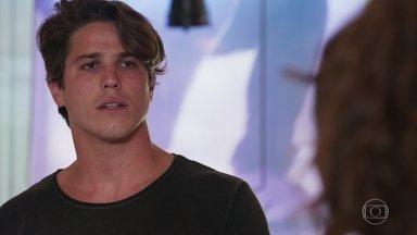 Rui impede que Rita visite Nina sozinha com Filipe - Filipe leva Nina para o parquinho e se surpreende quando Rita avisa que não poderá visitar a filha