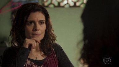 Penha pede segredo a Leila sobre o envolvimento de Magno na morte de Genilson - Leila jura que não vai contar para ninguém
