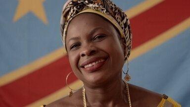'Sabores e Saberes do Mundo': congolesa ensina prato típico de seu país - Sylvie Mutiene é uma advogada congolesa de 36 anos que escolheu o Brasil para recomeçar a vida. Ela vai preparar o saka madesuo, um prato típico do Congo à base de folha de mandioca, feijão e dendê.
