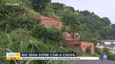 Moradores do bairro de Rio Sena comentam os transtornos provocados pela chuva - Muitas casas foram invadidas pela água e os moradores temem sofrer mais prejuízos.