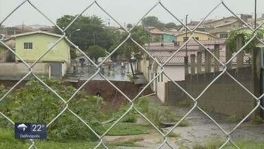 Cratera volta a abrir com chuva em Monte Belo (MG) - undefined