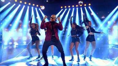 Léo Santana canta 'Encaixa' - Cantor confirma agenda cheia de shows