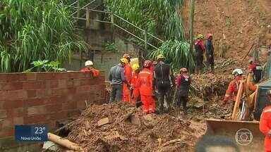 Bombeiros procuram soterrados no bairro Jardim Alvorada, na Região da Pampulha, em BH